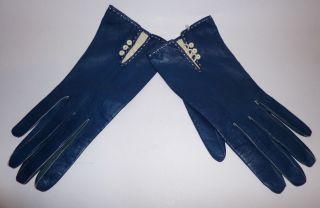 98bd562b81de47 Feine Damen Handschuhe Blaues Kalbsleder Gr. 7 3/4 Weiße Knöpfe Vintage  1960er Bild