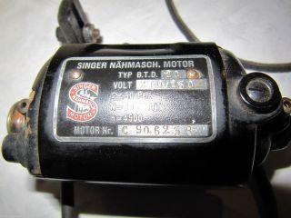 Elektromotor Von Früher Singer - Nähmaschine,  Dazugehöriger Keilriemen Bild
