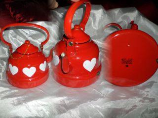 Emaille Gemarkt Wasserkessel Mit Deckel Rot Mit Weißen Herzen 1500ml Bild
