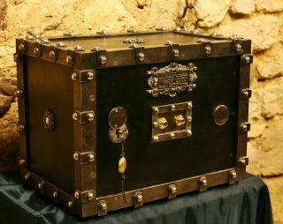Herrliche Antike Geldkassette.  Kleiner Tresor.  Antique Safe.  Cassaforte Bild