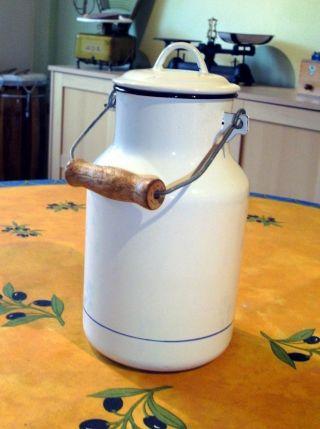 Emaille - Milchkanne Emaille - Kanne Milchkanne Aus Paris Bild