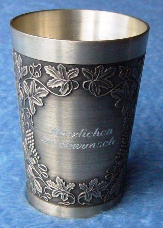 Sammlerstück Zinn Schöner Verzierter Trinkbecher Relief Weinlaub Und Weintrauben Bild