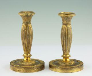 Paar Feuervergoldete Empire Kerzenleuchter Frankreich 1830 Bronze Leuchter Bild