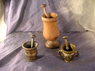 3 Alte Mörser Mit Pistill,  2x Bronze/messing,  1x Holz Bild