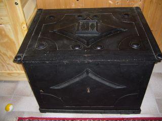 Antike Soldruhe,  Kriegskasse,  Antique Safe Bild