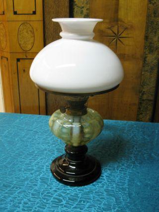 Uralte Antike Petroleumlampe,  Glas Mit Abriss,  In Guter Sammelwerter Erhaltung Bild