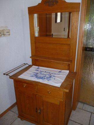 Alte Weichholzkommode/waschtisch Mit Spiegel,  Glashandtuchstange/leinenhandtuch Bild