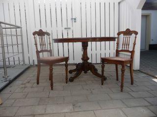 Biedermeiertisch Mit Zwei Stühlen / Antiker Tisch / Biedermeier Bild