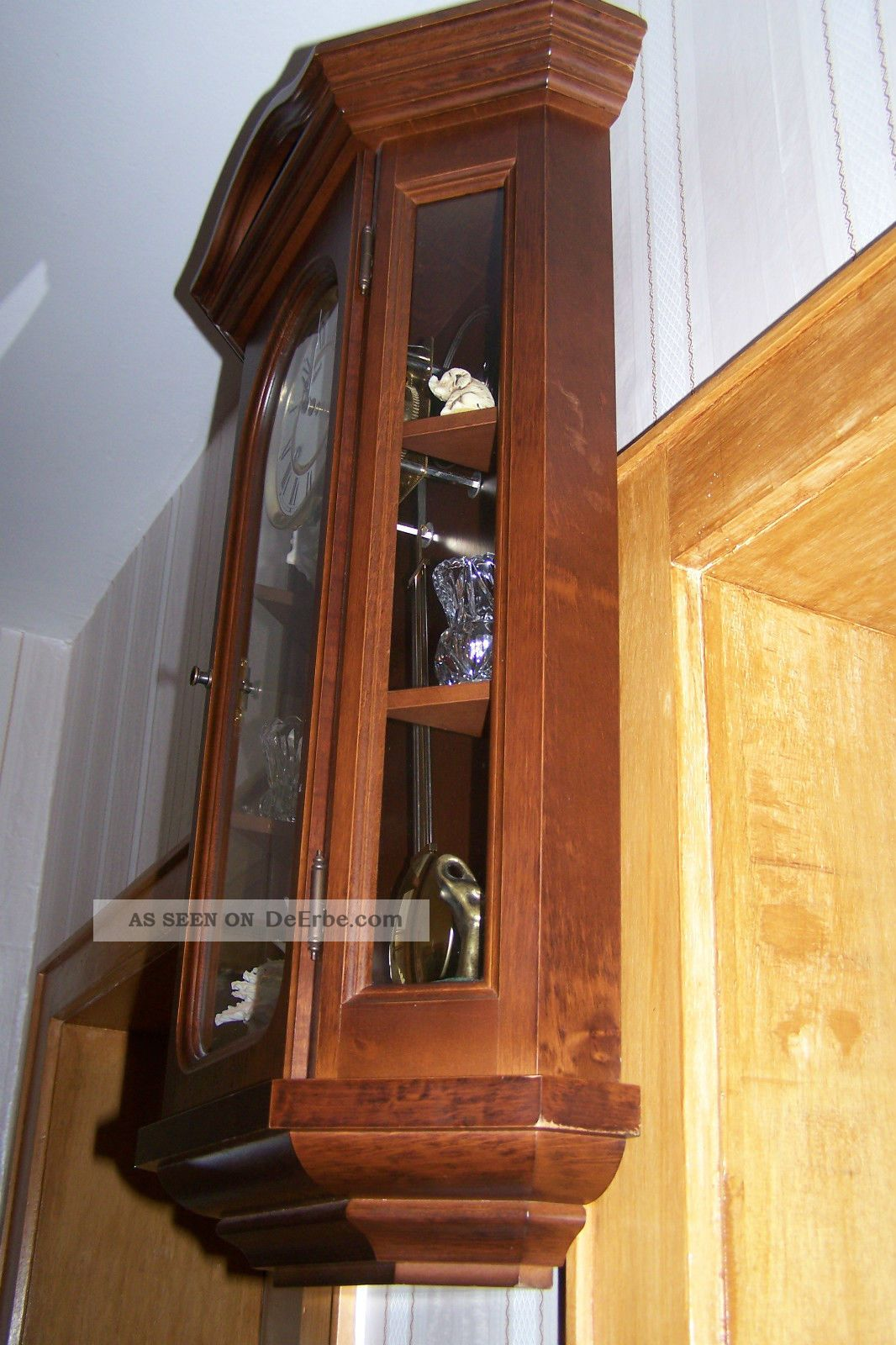 sch ne klassische wandpendeluhr hermle aus holz osterley. Black Bedroom Furniture Sets. Home Design Ideas