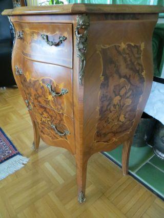 Schöne,  Kleine Barock Intarsien Kommode Mit Bronze Applikationen Bild