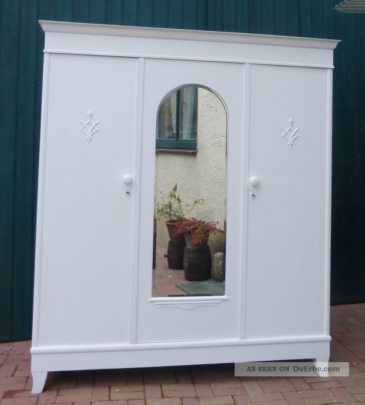 Großer Antiker Kleiderschrank In Weiß Spiegel Landhausstil