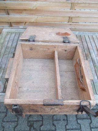Alte Kleine Holz Kiste,  Alte Holz Truhe,  Alte Munitions Kiste Bild