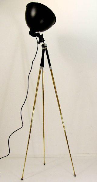 stehleuchte tripod stehlampe urban industrial design lampe. Black Bedroom Furniture Sets. Home Design Ideas
