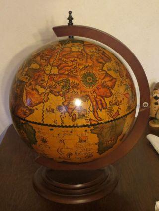 Hausbar - Minibar - Tisch Bar - Drehbarer Globus. Bild