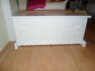 1 X Alte Truhe - Weiß - Shabby Chic - Kleine Füße Und Verzierungen Bild