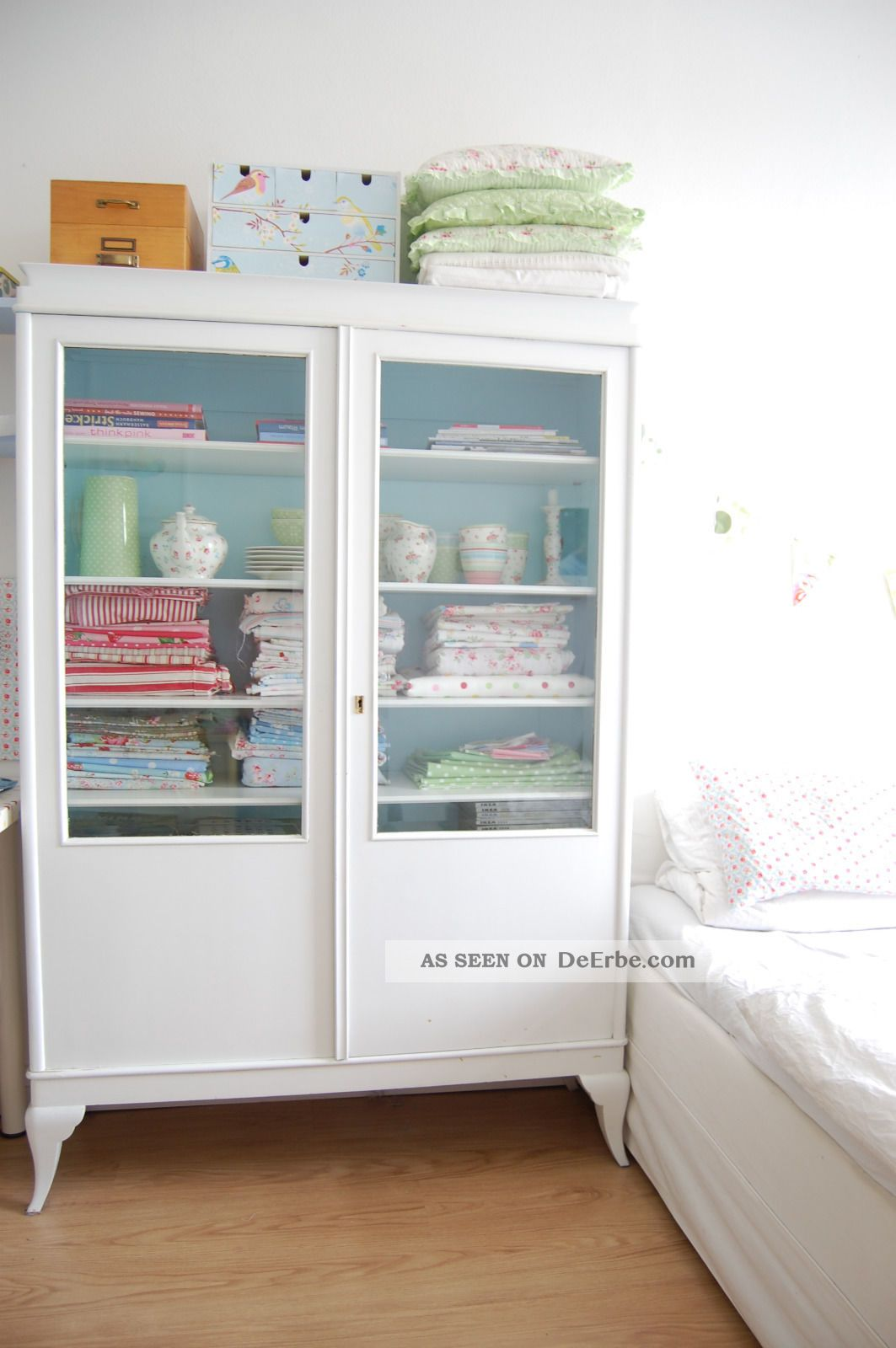 shabby chic vitrine schrank. Black Bedroom Furniture Sets. Home Design Ideas