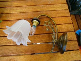 Ältere Wandlampe Mit Milch - Glasschirm Bild