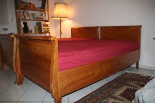 Holzbetten Im Biedermeierstil Bild