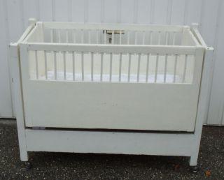 Altes Kinderbett Mit Integrierter Wiege Bild