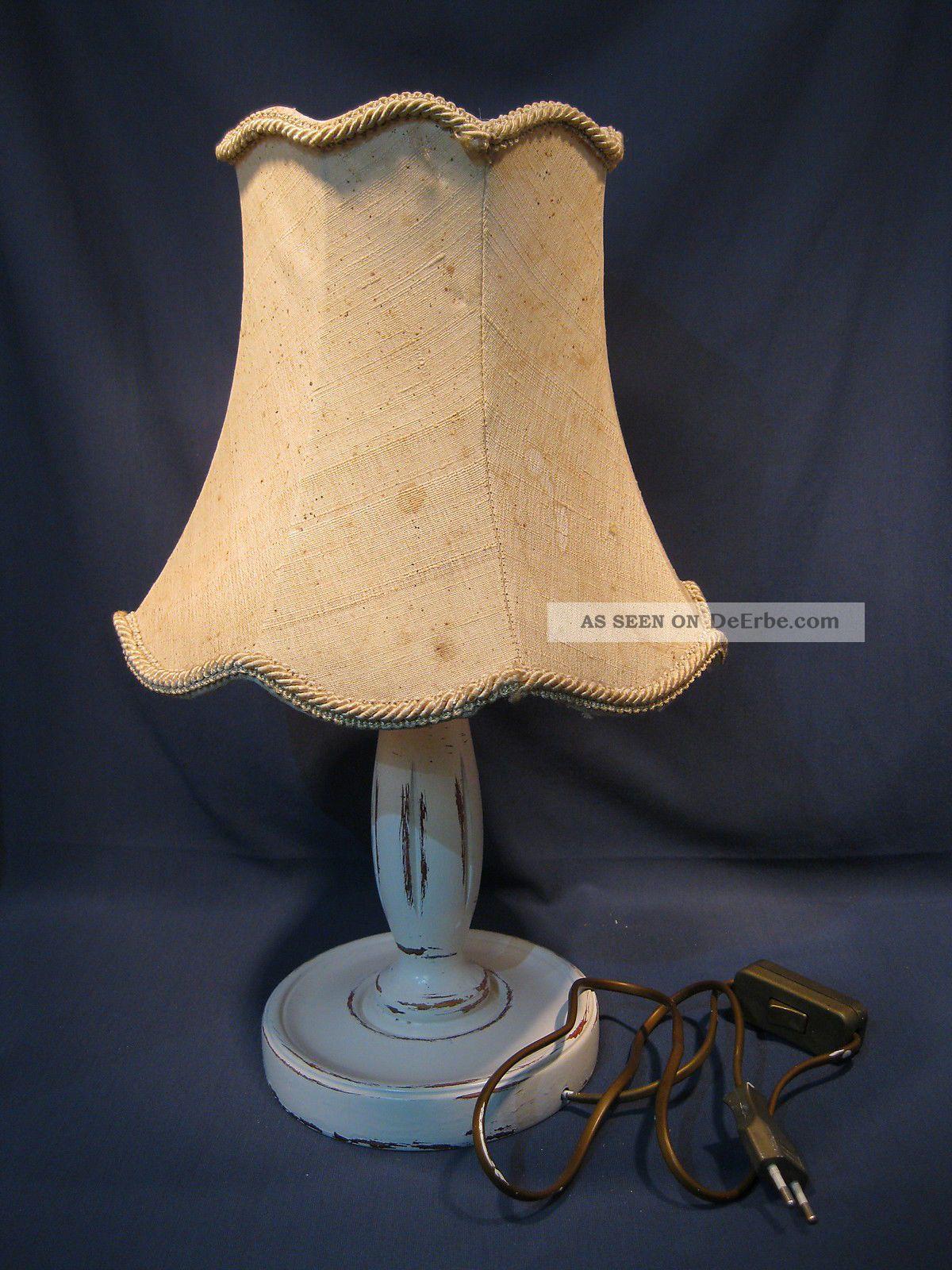 alte tischlampe mit holzfu 42cm hoch shabby stil. Black Bedroom Furniture Sets. Home Design Ideas