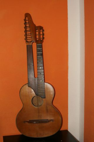 Schrammel Gitarre Bild
