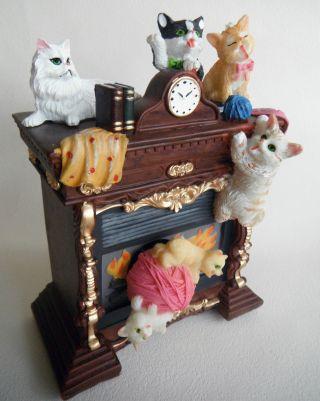 Wunderschöne Spieluhr,  Spieldose: Kamin Mit Katzen,  Spielende Kätzchen, Bild