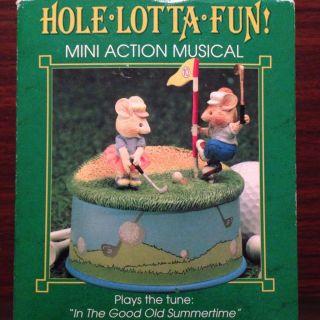 Enesco Spieluhr - Zwei Kleine Mäuse Spielen Golf Bild