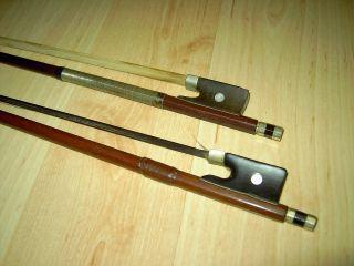 2 GeigenbÖgen,  Antik,  4/4,  Violine - Geige - Bogen,  Weiß,  Schwarz Roßhaar,  Leder,  Signiert Bild