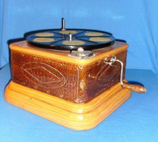 Grammophon,  Unterteil,  Trichtergrammophon?,  Ersatzteilspender,  Metallgehäuse Bild