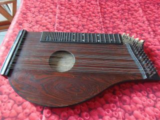 Antike Zitter Zither Musikinstrument Holz Antique Dithter Gitarrenzitter Bild