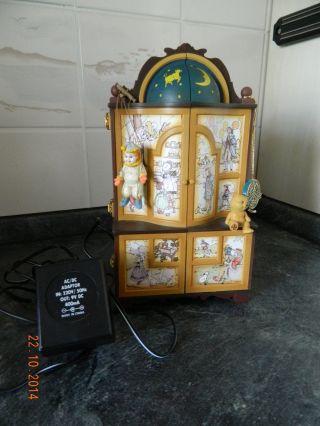 Spieluhr Schrank Mit Spielwaren,  Karussell Mit Licht & Musik Bild