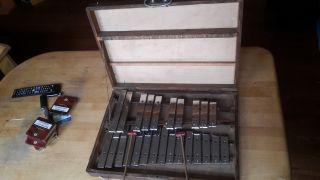 Antikes Metallophon Xylophon Glockenspiel Bild