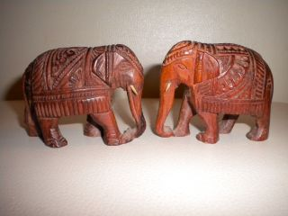 Holzfiguren - Schnitzerei - Elefanten Aus Holz Bild