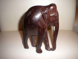 Holzfigur Schnitzerei Elefant Aus Dunklem Holz Bild