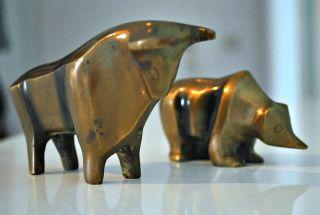 Bronzefiguren Bär Und Bulle Bild