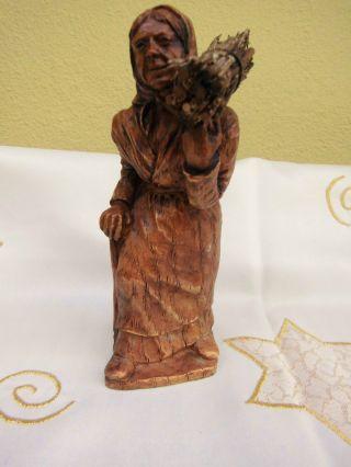 Geschnitzte Skulptur / Figur / Reisigsammlerin / Statue / Sockel / 16 Cm Bild