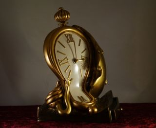 Skulptur Uhr Dali Surrealismus Bild