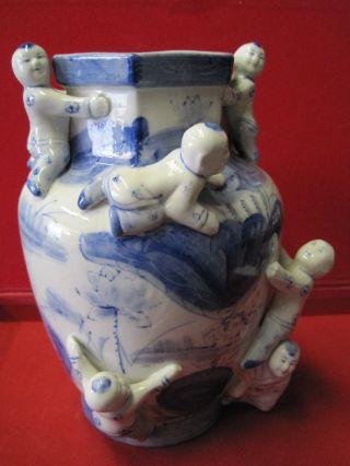Blau/weisse Blumen - Vase Asiatisch Aufgesetzte Figuren.  Sehr Selten Ausführung Bild