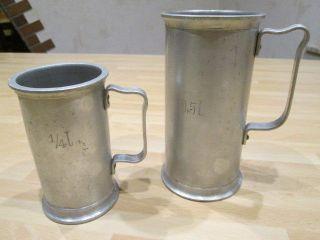 Altes Antiker - 2x Alu - Messbecher 0,  5l,  ¼ L Maßbecher,  Aluminium Uralt, Bild