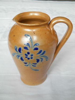 Tonkrug Weinkrug Milchkrug Braun Blau Blumen Steingut Handarbeit Getöpfert 1,  2 L Bild