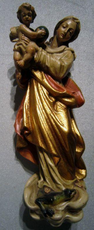 Schöne Geschnitzte Und Bemalte Madonna Mit Jesus In Den Armen Aus Holz Um 1960 Bild