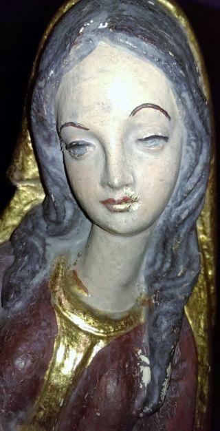Schöne Geschnitzte Und Bemalte Madonna Mit Jesus In Den Armen Aus Holz Um 1900 Bild
