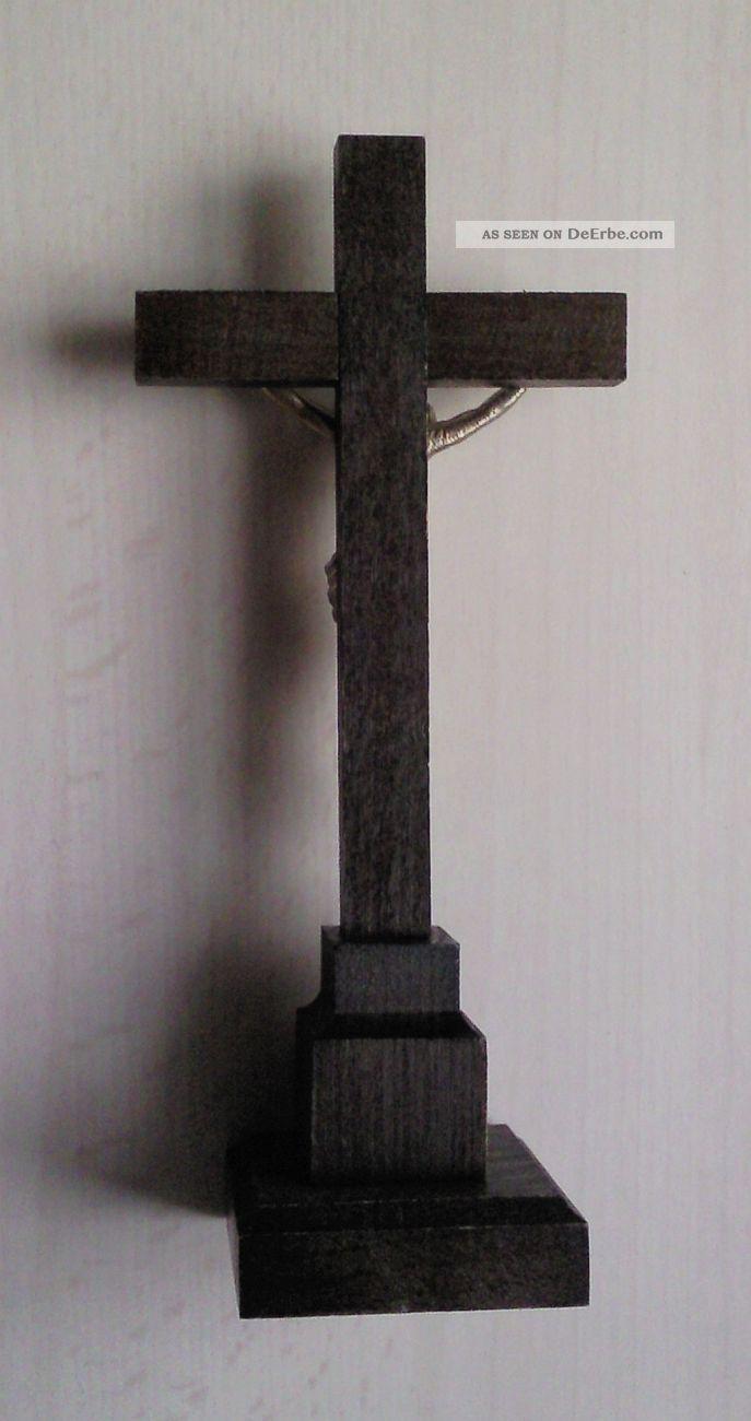 einfaches tischkreuz mit korpus jesus inri schild holzkreuz standkreuz kreuz. Black Bedroom Furniture Sets. Home Design Ideas