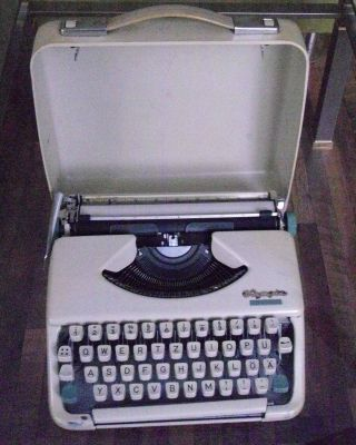 Olympia Splendid 33 Reiseschreibmaschine 60er Jahren Bild