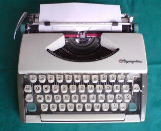 Mechanische Schreibmaschine Olympia De Luxe - Voll Funktionsfähig Bild