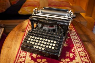 Antike Schreibmaschine Smith Premier 1,  Seriennummer.  : 30989, Bild