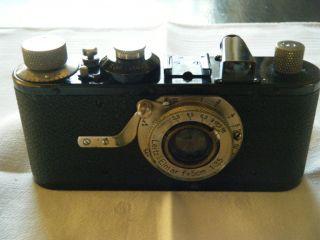 Leica I,  Ernst Leitz Wetzlar,  D.  R.  P. ,  Mit Elmar Leitz 1:3,  5/50mm Bild