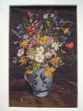Petit Point Feldblumen Strauss Steingut - Vase Feine Stickerei Um 1900 Lackrahmen Bild