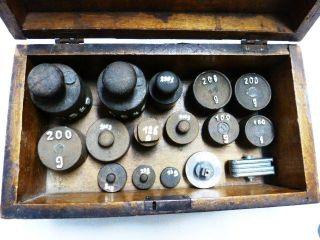 Viele Versch.  Antike Eisen Gewichte Im Holzkasten Ca.  100 Jahre Sehr Gut Erhalten Bild