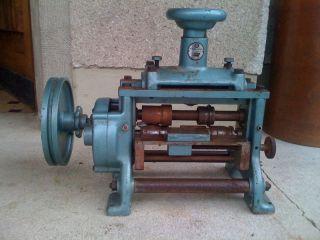 Kleine Riemen - Umbugmaschine Bombiermaschine Sattlermaschine Sattler Bild
